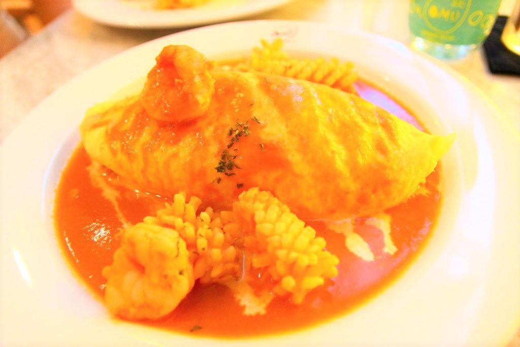 タイのバンコクでイチオシのオムライスレストラン オムのシーフードオムライス