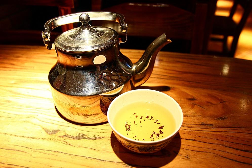 上海の串焼き店のお茶