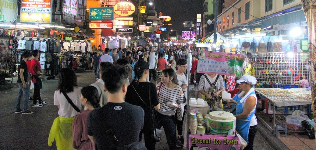 タイのバンコクのカオサン通りの写真