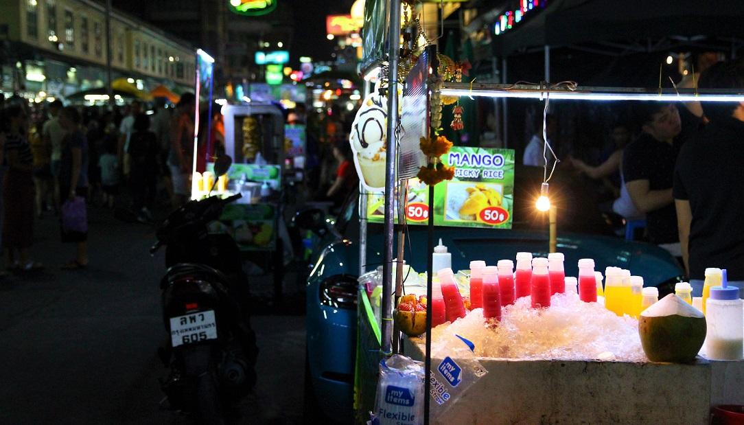 タイのバンコクの飲み物の屋台の写真