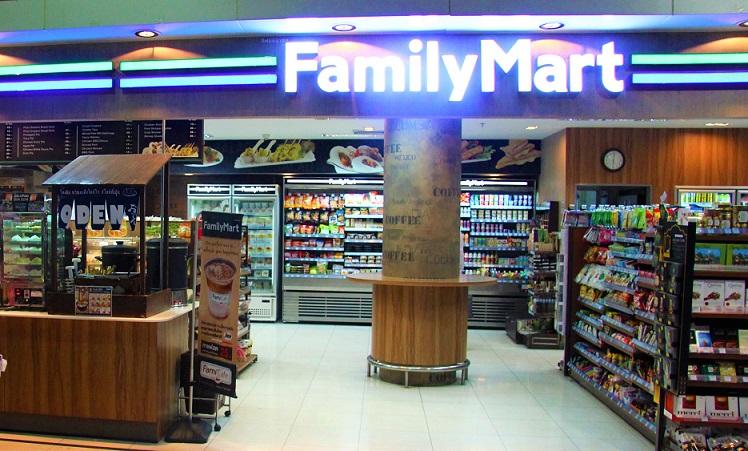 おでんは外国でも大人気。タイのスワンナプーム空港のコンビニにはおでんコーナーがある。
