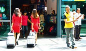 マレーシアのクアラルンプール空港のエアアジアのCA