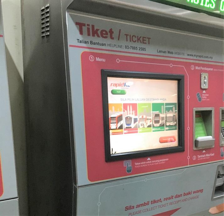 マレーシア鉄道の切符購入機械の写真