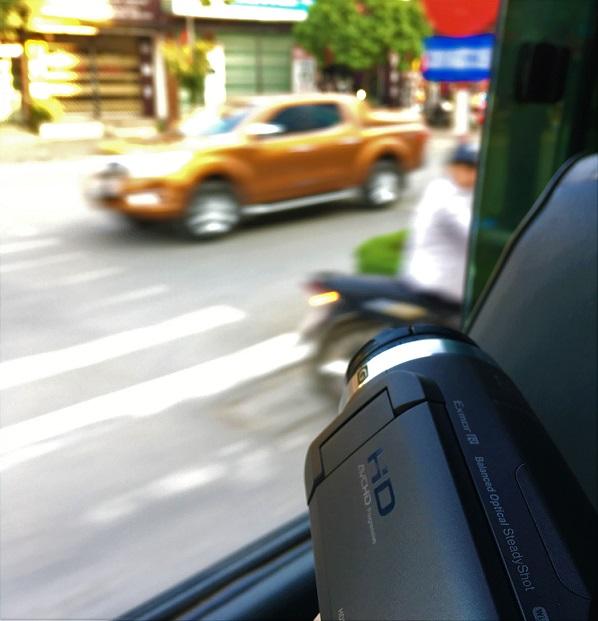 ベトナム統一鉄道の車窓からCX680で撮影する