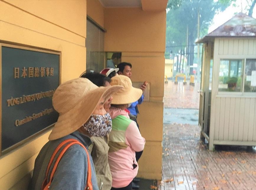 ベトナムのホーチミンの日本総領事館の玄関の写真