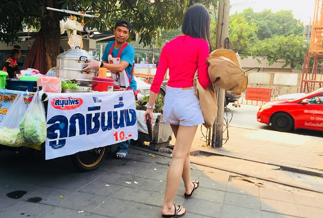 バンコク市内の女性