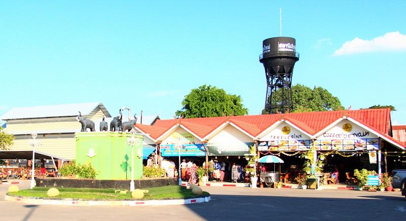 タイのチェンマイ駅前のロータリー