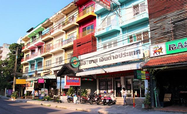 タイのチェンマイ近くの街並みの写真