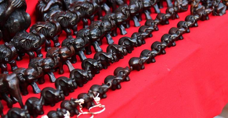 チェンマイのナイトマーケットのお土産用の小物の写真ータイ旅行
