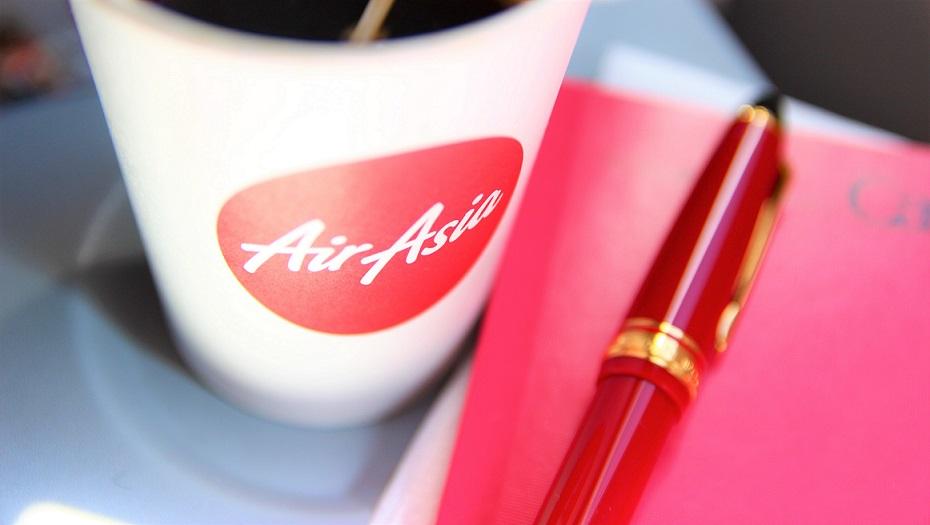 飛行機のコーヒーと万年筆【海外旅行】