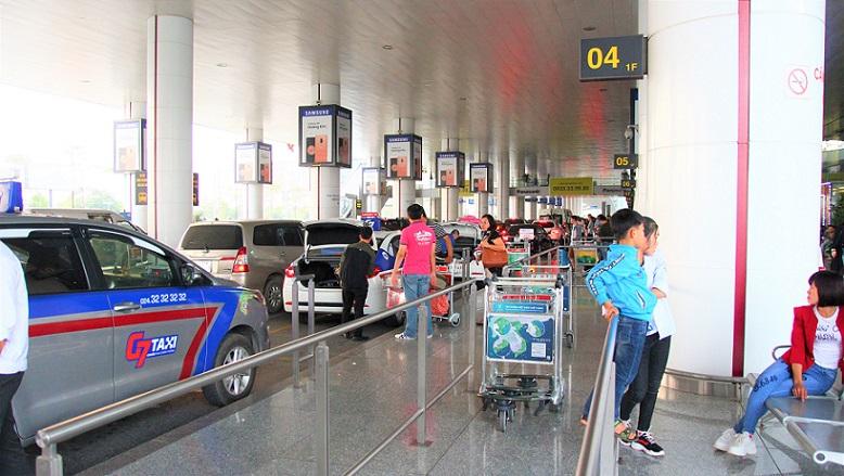 ハノイ(ノイバイ)空港の玄関の写真CAもい多い【ベトナム旅行】