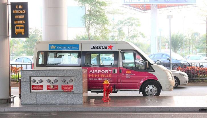 ハノイ(ノイバイ)空港の航空会社のミニバスの写真【ベトナム旅行】