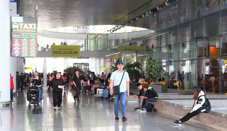 ハノイ(ノイバイ)空港の到着フロアから出たタクシー乗り場の写真