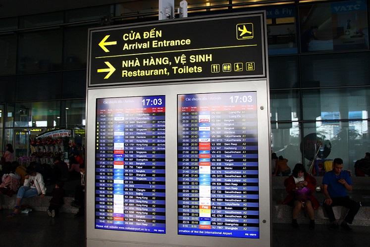 ハノイ(ノイバイ)空港の到着フロアにある案内看板