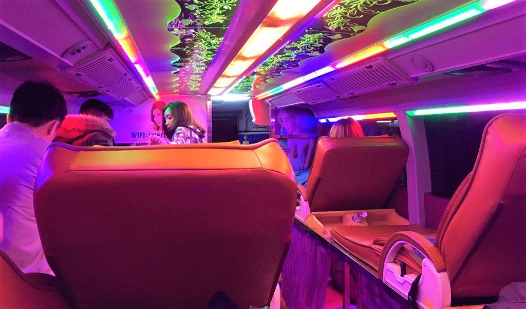 ハノイ発サパ行きのバスの車内の写真【ベトナム旅行】