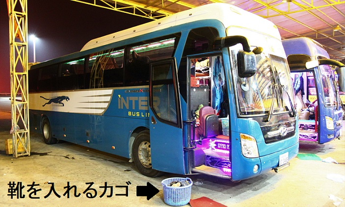 ハノイ発サパ行きのバスは靴を脱いで乗る【ベトナム旅行】