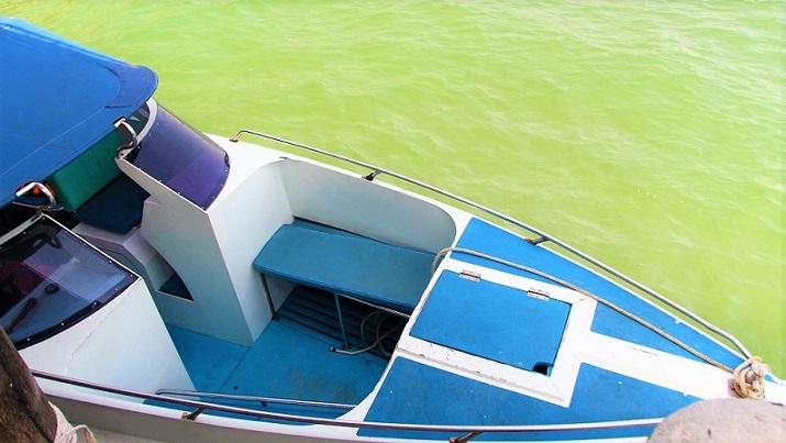 バンペー港に停まっているいるボート