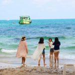 タイのサメット島ビーチの女性