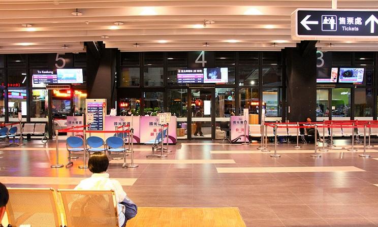 台北桃園空港から台中市のバスターミナルに到着