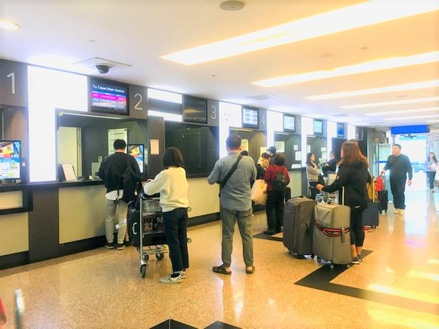 台北桃園空港から台中市までのバスのチケットを買う