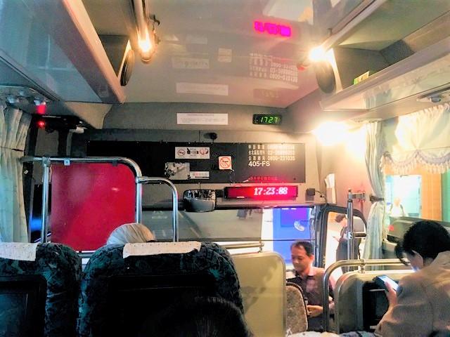 台北桃園台北桃園空港から台中市域のバスの車内の写真