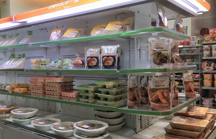 台湾のバスターミナルのコンビニのお弁当
