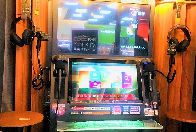 台中市バスターミナルのカラオケボックス