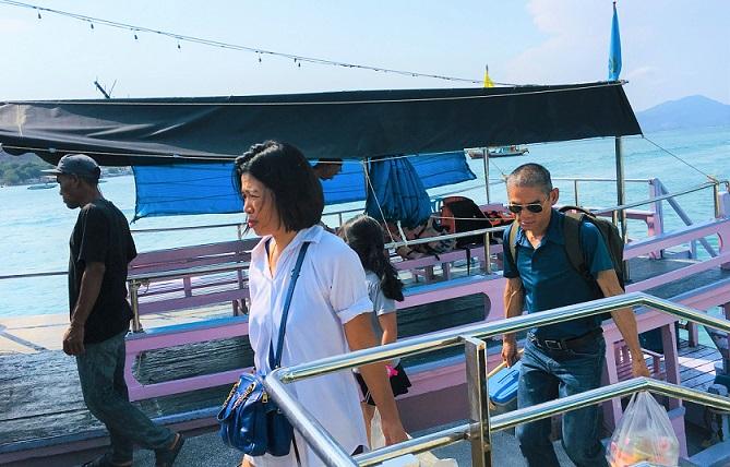 サメット島のナダンフェリーターミナルに到着