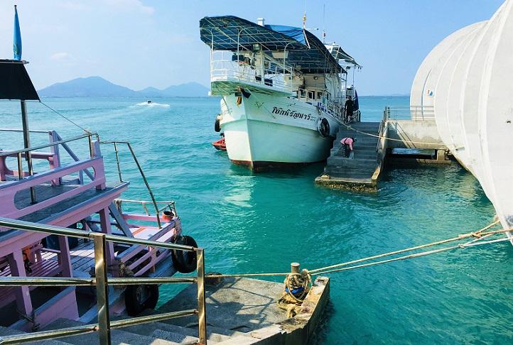 タイの秘境サメット島のナダンフェリーターミナルに到着