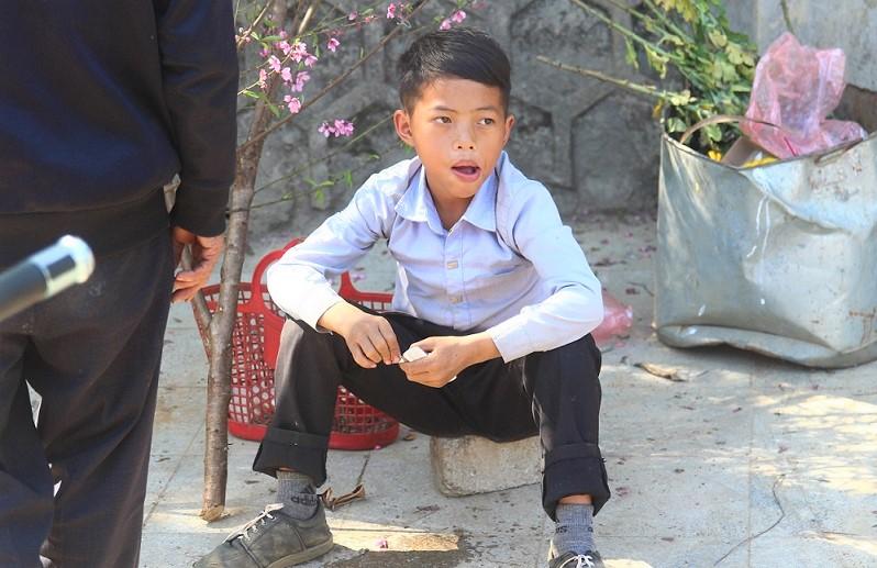 ベトナム旅行バックハーで働く少年