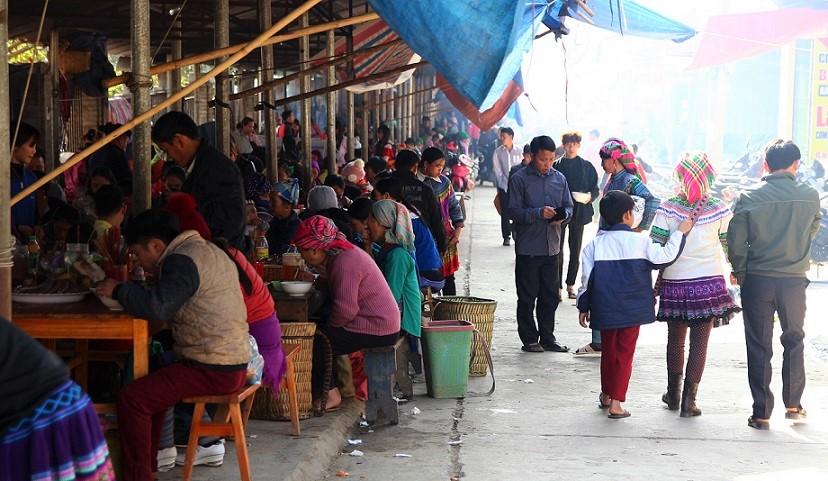 ベトナム旅行バックハーの食堂