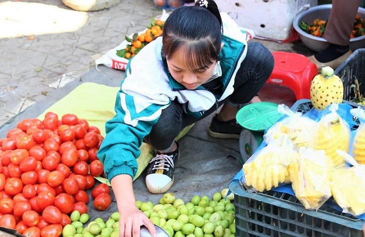 ベトナム旅行バックハーで働く女子高生