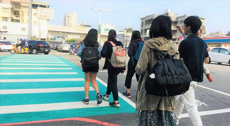 台湾の旅行者向けの遠傅電信のSIMカードは台中駅前でも早かった