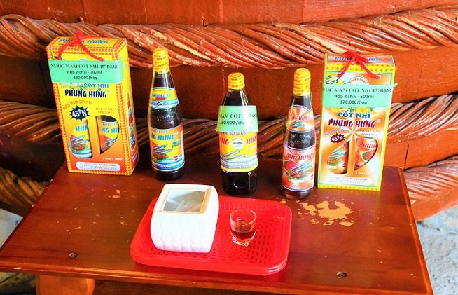 ベトナムの定番の調味料|ヌックマム工場で試飲する