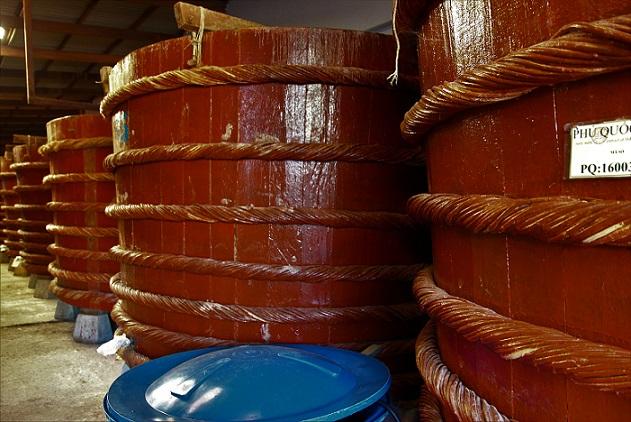 ベトナムの定番の調味料|ヌックマム工場