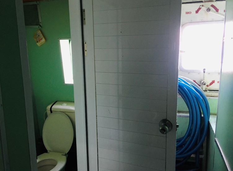 ハーティエン港からフーコック島行きのフェリーのトイレ