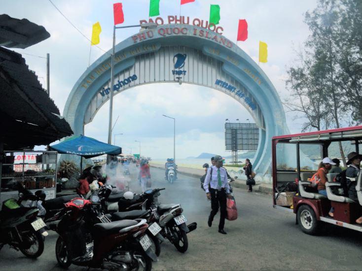 バイボンフェリーターミナルからフーコック島へ入るゲートの写真|ベトナム旅行