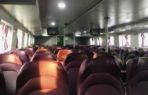 ハーティエンフェリーターミナルからフーコック島まで行く船の船内|ベトナム旅行