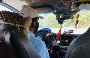 フーコック島のタクシーの車内|ベトナム旅行