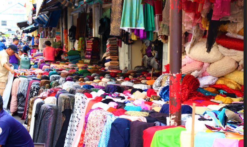 ホーチミンのチョロン地区は布問屋が多い
