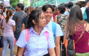 バンコクのチャトゥチャック市場の女子高生 タイ旅行