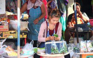 チャトゥチャックで働く女性
