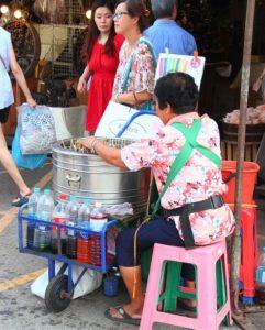 チャトゥチャック市場のアイス売りの老婆