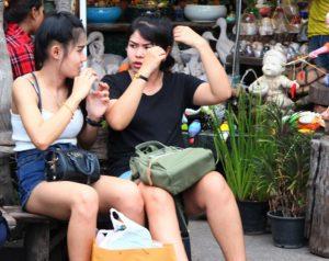 バンコクのチャトゥチャックは若者にも大人気