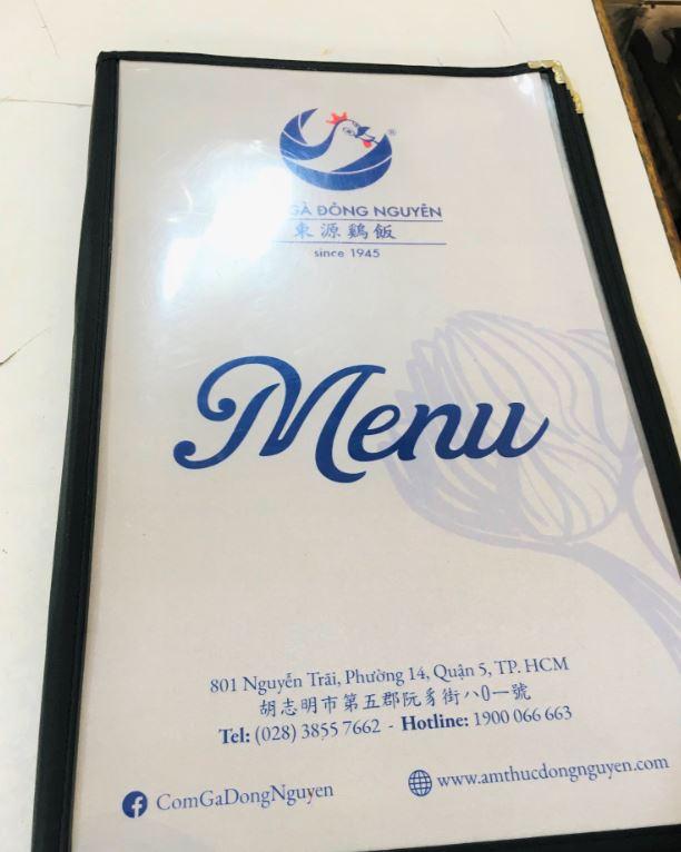 ホーチミン屈指のチキンライスの名店、東源鶏飯のメニュー。