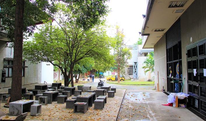 タイの名門チェンマイ大学の芸術学部キャンパスの写真