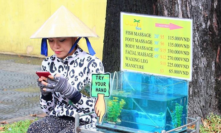 ホーチミン市のマッサージ店の料金表とマッサージの女性
