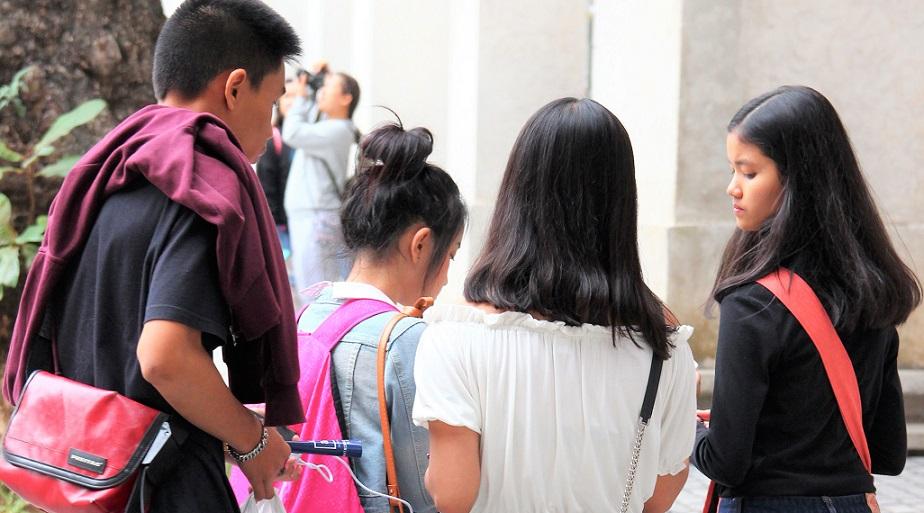 タイのチェンマイ大学近くで休日を楽しむ学生たちの写真 タイ旅行