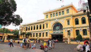 観光客が絶えず訪れるサイゴン郵便局|ホーチミン