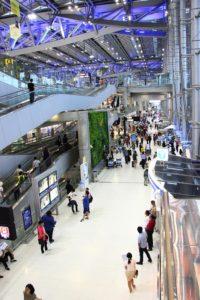 天井も美しいライト|スワンナプーム空港の徹底解説!